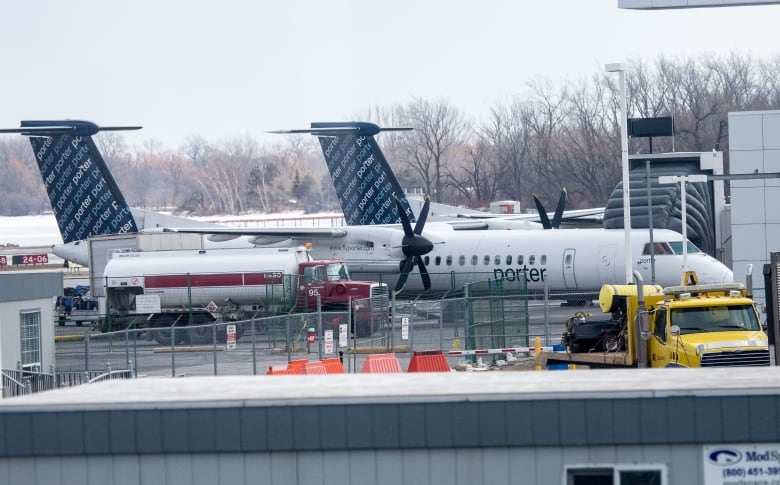 Battered Canadian airline industry pushing for government bailout 2