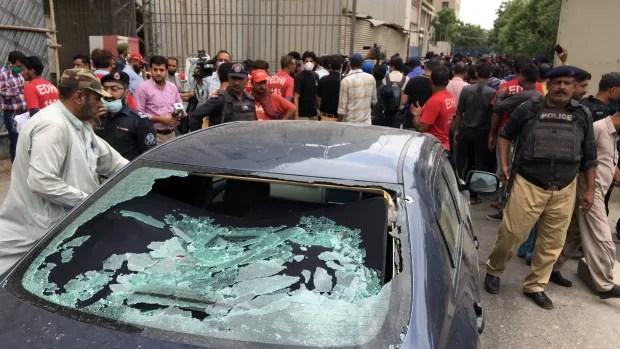 Gunmen attack Karachi stock exchange, killing at least 3 | CBC News