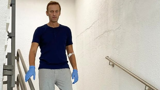 Russian opposition leader Navalny released from German hospital after 32 days following poisoning | CBC News