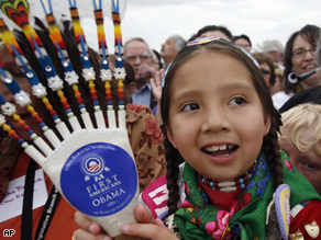 A young supporter tries to get a look at Democratic presidential hopeful, Sen. Barack Obama, D-Ill., arriving at a rally in Crow Agency, Mont., Monday, May 19, 2008.