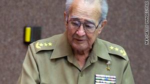 El ministro de defensa de Cuba, Julio Casa Regueiro, de 75 años, murió repentinamente el sábado de un ataque al corazón.