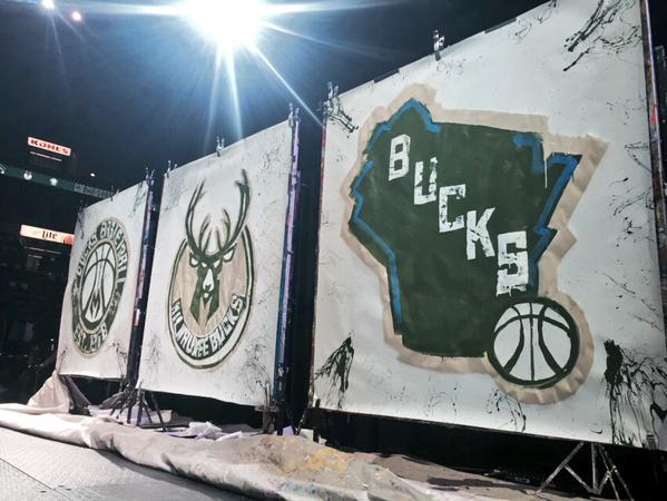 Fall In Chicago Wallpaper Fans Fall In Love With The New Milwaukee Bucks Logos