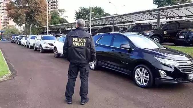 Polícia Federal, cumprindo mandado judicial, apreende veículos dos investigados na Operação Freeway(foto: Divulgação/Polícia Federal)