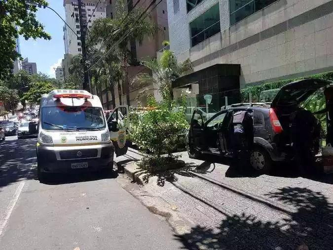 Motorista do Ford Fiesta dirigia no passeio(foto: Guarda Municipal/Divulgação)