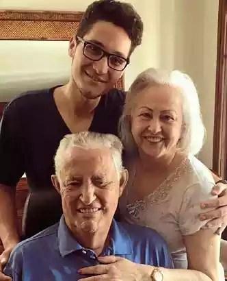 Avô, avó e neto: com o ex-governador doente, o clã Roriz deve lançar a matriarca Weslian e Joaquim Roriz Neto(foto: @joaquimrorizneto/Instagram)