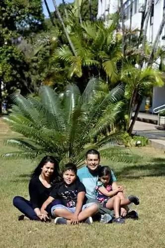 Caio conta com apoio incondicional dos pais, Fernanda e Mário de Carvalho, e da irmã, Marina, para vencer os obstáculos impostos pelo autismo(foto: Marcelo Ferreira/CB/D.A Press)