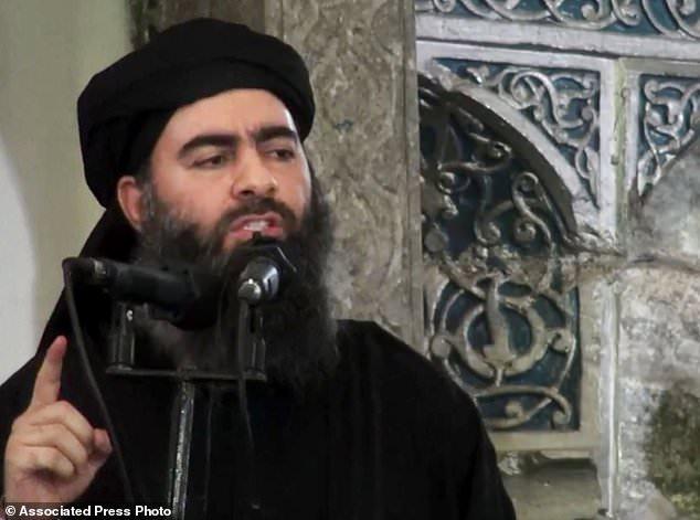 ¿Todavía vivo?  Rusia afirmó que el líder del ISIS, Abu Bakr al-Baghdadi, en la foto de 2014, había muerto en un ataque aéreo en Raqqa, Siria, pero el Kremlin se ha esforzado por demostrarlo