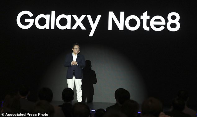 Koh Dong-jin, president of mobile business at Samsung Electronics, said the company is setting its eyes on 2018 to release a smartphone with a bendable display