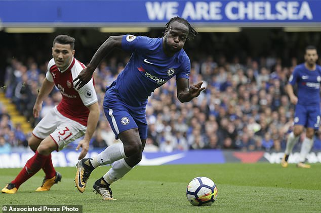 Chelsea's Victor Moses breaks through Arsenal defense with Arsenal's Sead Kolasinac, left, during the English Premier League soccer match between Chelsea and Arsenal at Stamford Bridge stadium in London, Sunday, Sept. 17, 2017. (AP Photo/Tim Ireland)