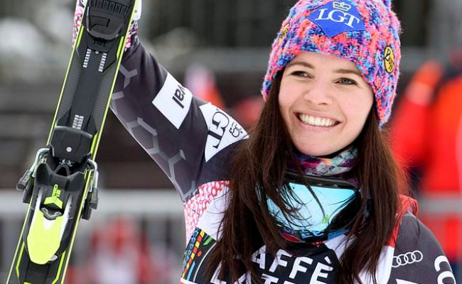 Weirather Leads Race To Super G Title After Beating Gut