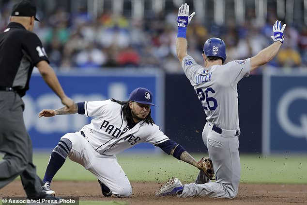 wire 3642630 1531528148 434 634x422 - Dodgers' Chase Utley to retire at season's end for family