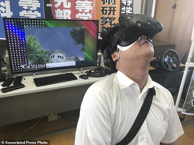 Japanese high school students have produced a virtual reality experience that recreates the sights and sounds of the Hiroshima nuclear bomb attack