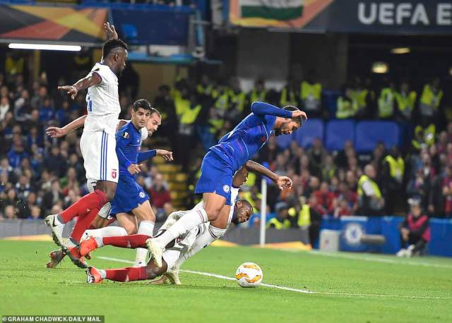 Loftus-Cheek was sent over in the Vidi penalty area but Czech referee Miroslav Zelinka waved for play to continue