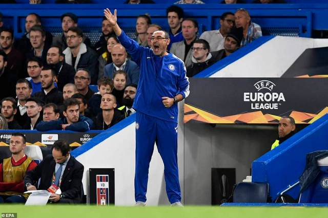 Chelsea boss Sarri delivers instructions from the touchline as Chelsea dominate possession and create a number of chances