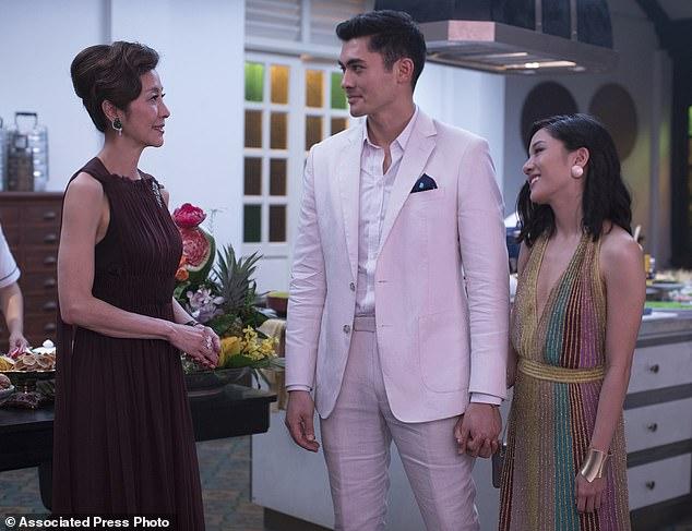 Le troisième est un charme: Michelle Yeoh, Henry Golding et Constance Wu dans Crazy Rich Asians, en tête du box-office pour la troisième fois avec 22,2 millions de dollars pour un montant global de 130,8 millions de dollars