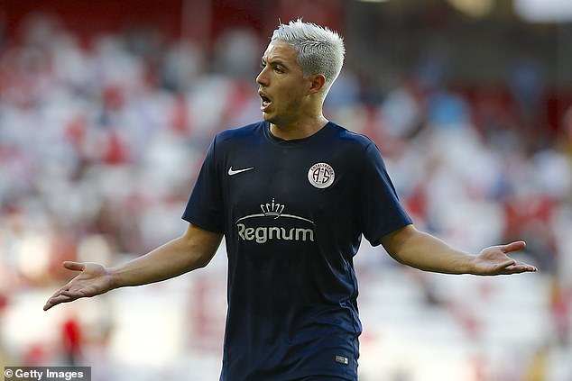 Everton are considering a move for Samir Nasri, who is on a free after leaving Antalyaspor