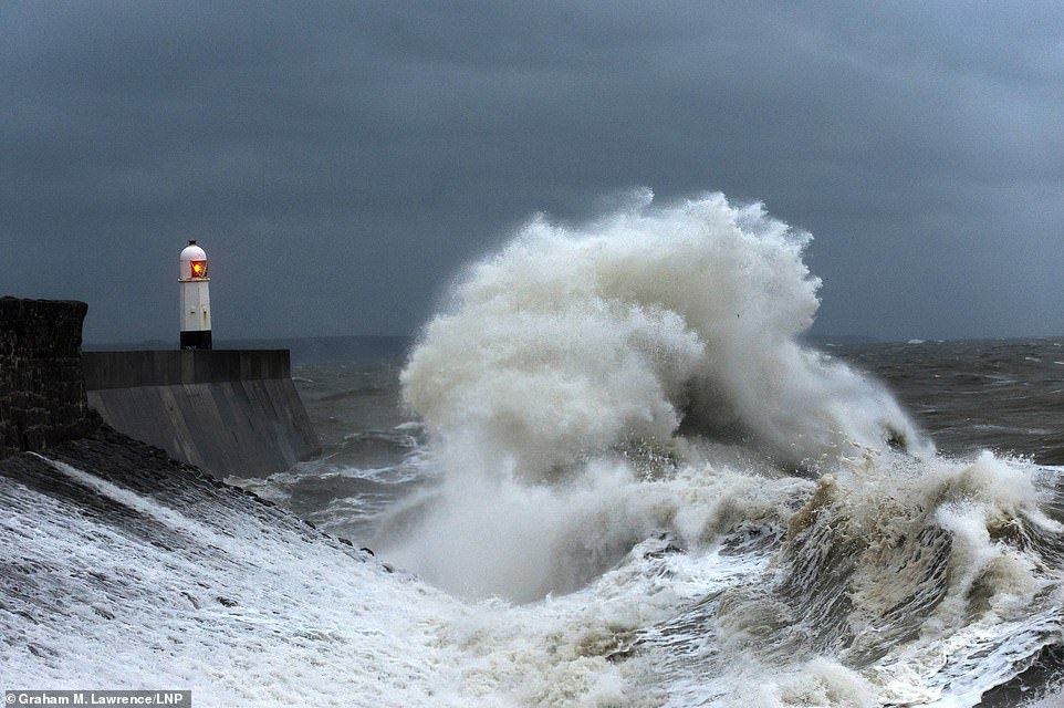 Storm Callum Weather Chaos To Uk With Mph Winds And