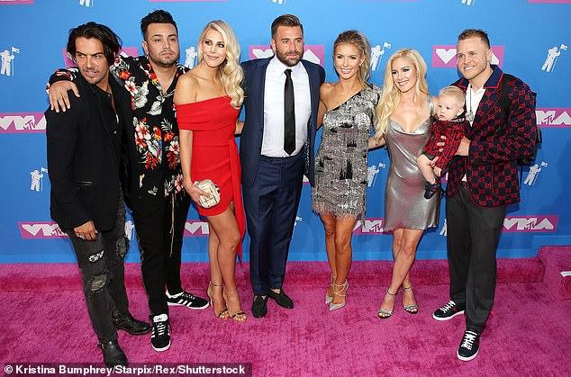 Comeback: On avait d'abord annoncé que The Hills ferait un retour à MTV en août aux Video Music Awards, où certains acteurs de la série se réunissaient pour révéler la nouvelle