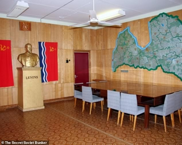 Chlling: This room features a map, conference table and figurehead marked 'Lenins'