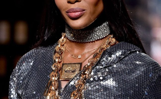 Naomi Campbell 48 Proves She S Still The Catwalk Queen