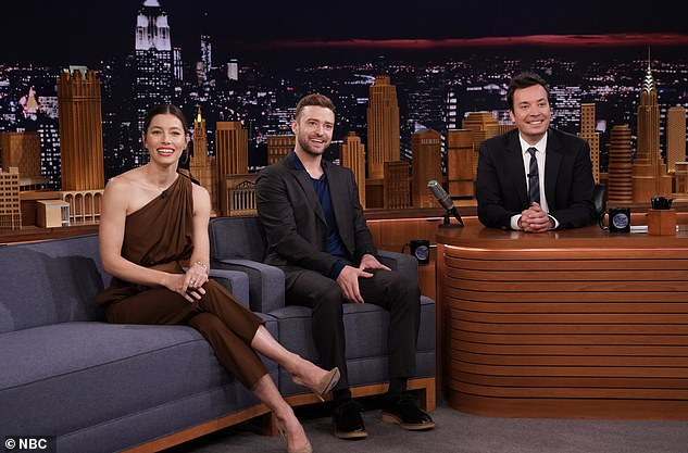 chair exercise justin timberlake nursery chairs uk plays the best friends challenge with wife jessica jimmy fallon and his