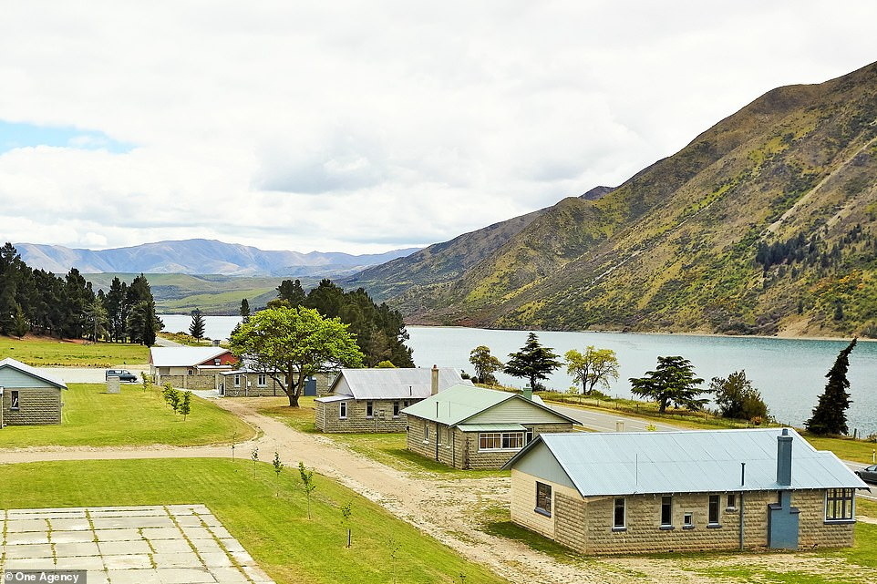 Those who catch the village are the owners of the 14 hectares of Lake Waitaki Village