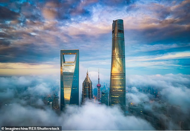 The lowest level of the quarry hotel is almost 700 meters below the top floor of the highest hotel in the world, the J Hotel, which is currently located in the Shanghai Tower (right).