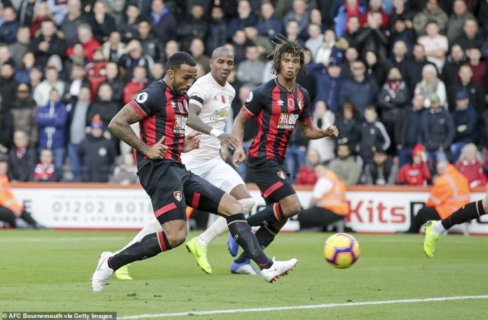 The Bournemouth striker, Wilson, heads the ball to Manchester United for a 1-0 lead after 11 minutes