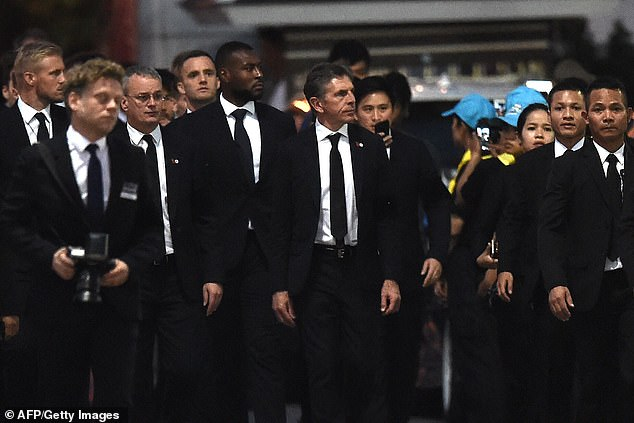 Leicester shows his respect to Vichai Srivaddhanaprabha, who died last weekend