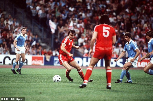 Clark dribbles the ball during the finals in the Olympic Stadium in Munich against Malmö