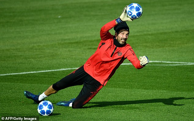 Gianluigi Buffon was warm when he took some breaks during a workout