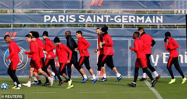 The players run during the session; They have all won their 12 Ligue 1 games this season