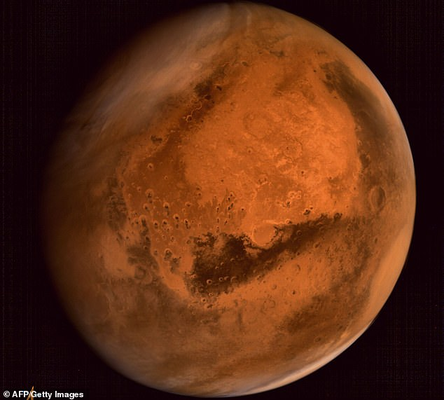 Massive floods more than 65 meters high once flooded the surface of Mars. This is the result of a new study stating that many of the rock deposits on the red planet are the result of large moving waters, not just a miserable river