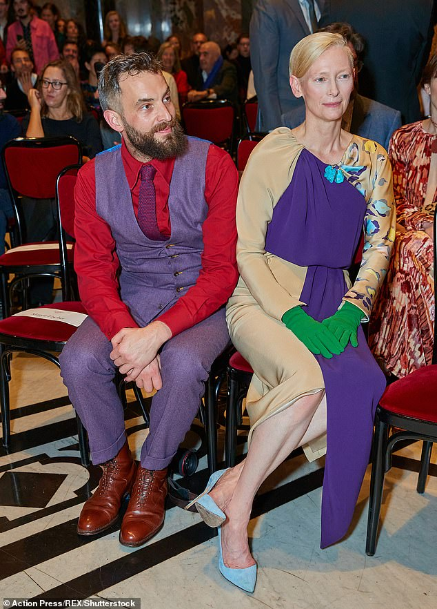 Suave:Meanwhile, visual artist Sandro looked every inch the gentleman as he rocked up to the event in a purple three-piece suit, complemented with a textured fuschia tie
