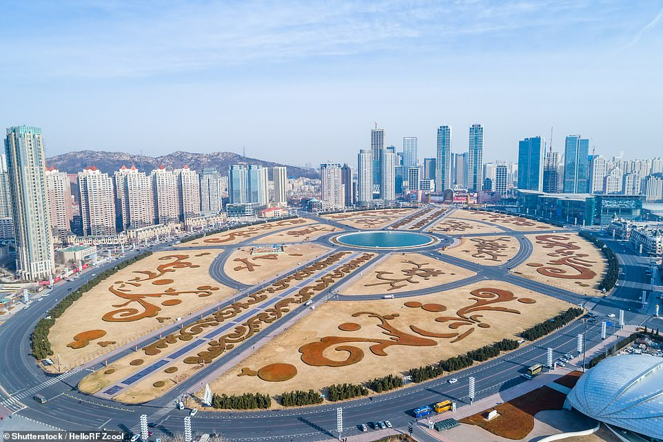 Welcome to the world's largest city square - Xinghai Square, built in 1998. It is located in Dalian City and covers an area of 270 hectares