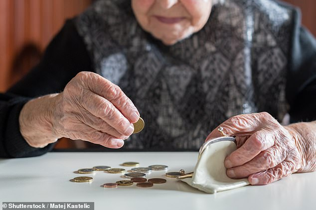 Today, men and women between the ages of 60 and 65 have a 1: 4 chance of living between 94 and 96 years. And a fifth of 55-year-old women will probably be 100 years old