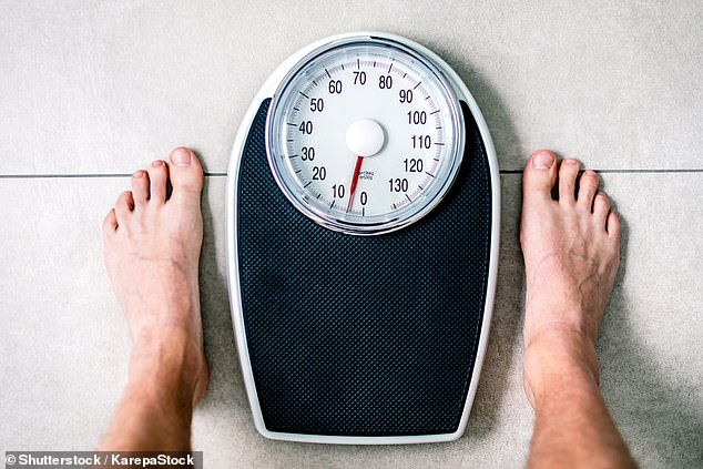 Men store more fat in the ab area, which tends to be visceral fat, the type that collects vital organs and is linked to heart disease. A nutritionist and a psychologist explain how to get rid of it