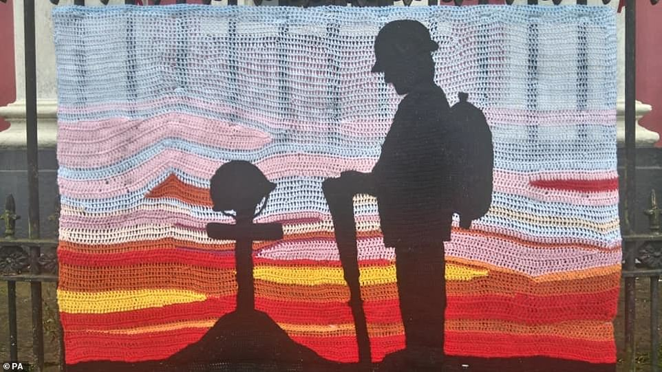 Photo avec la permission d'Elizabeth Fitzpatrick, des décorations tricotées pour le jour de l'armistice à Haverfordwest, dans le Pembrokeshire