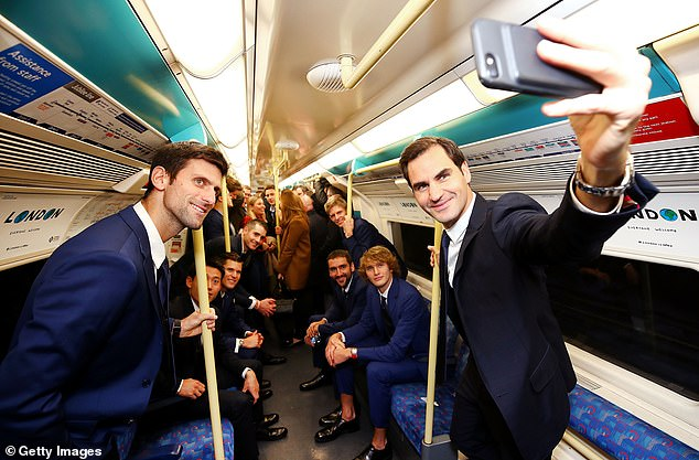 Federer took a selfie with the other players to compete in the ATP World Tour Final