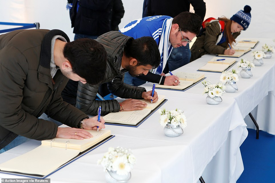 The fans stood patiently to sign the books and leave a personal message and their memories of Vichai