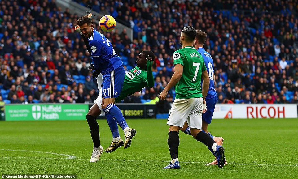 Bissouma puts his foot dangerously high while freeing the ball from the pressure of Camarasa, but manages to get away with it