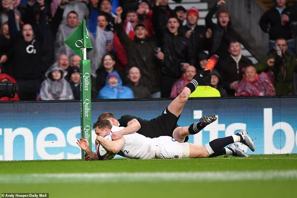 Ashton, who made his first four-year start for England, went beyond the first few minutes after Ben Youngs passed