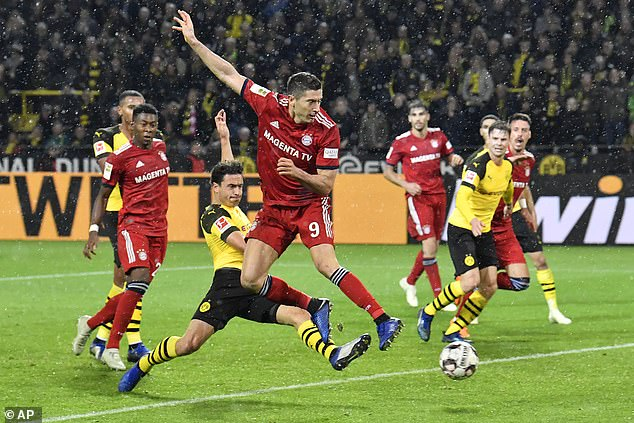 Lewandowski thinks he has rescued a point with an improvised finish in the last seconds