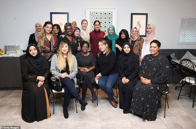 Meghan, Duchess of Sussex poses for a group photo with members of the Hubb Community Kitchen in London this morning