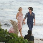 Malin Akerman weds British boo,Jack Donnelly at the beach
