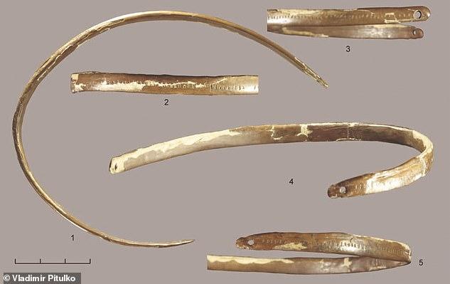 Práctico: la tiara del Paleolítico tenía un uso práctico: mantener el cabello fuera de los ojos, y no incluía símbolos que indicaran que era para propósitos religiosos.