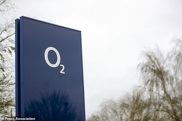O2 a déclaré que ses services avaient été rétablis dans tout le pays, mais les clients ont dit au fournisseur de réseau qu'ils ne pouvaient toujours pas passer d'appels ni envoyer de SMS.