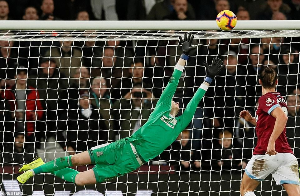 Fabianski could not do anything to keep out the wraparound strike of Felipe Anderson who nestled in his corner