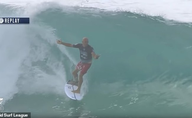 Kelly Slater Falls Off His Board In The Middle Of A Barrel