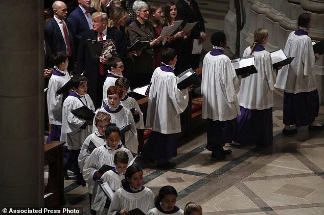 Präsident Donald Trump und First Lady Melania Trump besuchten am Montag einen Weihnachtsgottesdienst in der National Cathedral